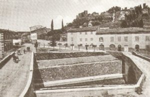 Certaldo, il nuovo ponte (a sx) e il ponte vecchio (a dx) in una foto del 1920 ca.)