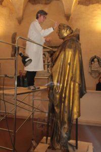 Donatello, San Ludovico di Tolosa durante il restauro